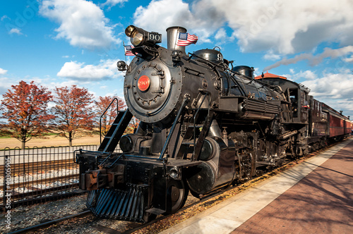 Canvas Print steam engine train leaving the station