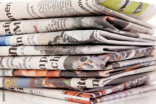 Photo Stapel von alten Zeitungen und Zeitschriften