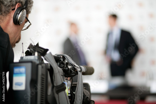 Wallpaper Mural TV Pressekonferenz