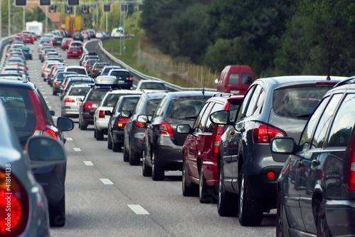 Obraz na plátně Traffic jam with rows of cars