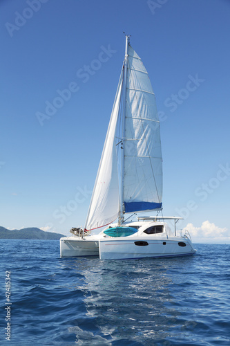 Catamaran at sea Fotobehang