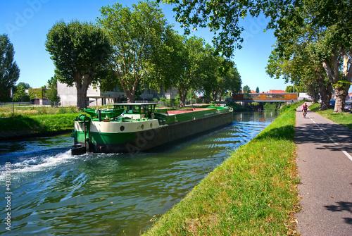 Leinwand Poster Péniche sur le Canal de la Bruche à Strasbourg