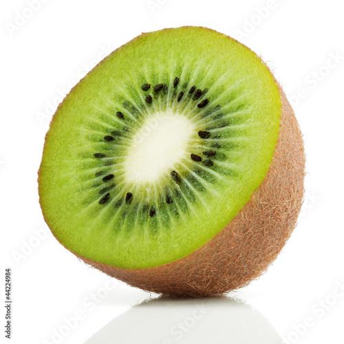 Fotografia Half of juicy kiwi fruit on white