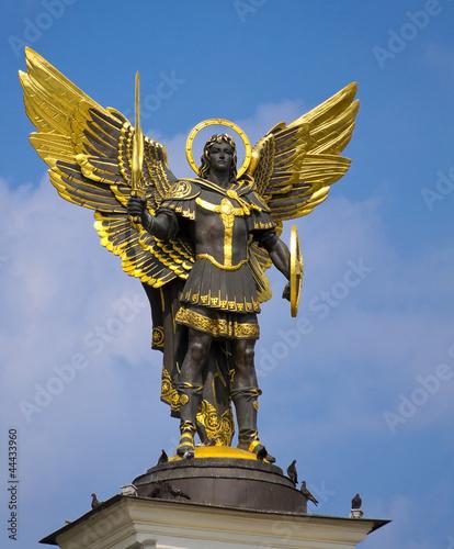 Fotografia Archangel Michael Saint patron of Kiev in independence square, K