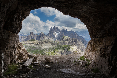 Fotografia Panorama from man-made caves, Dolomites, Italy.