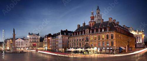 Canvas-taulu Grand place de Lille en début de soirée - France