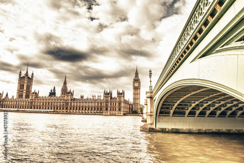 The Big Ben, the House of Parliament and the Westminster Bridge #47078922