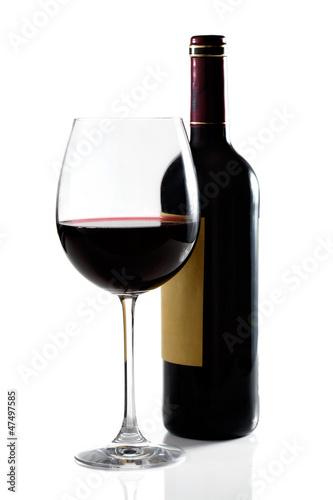 Copa de vino y botella en fondo blanco Fototapete