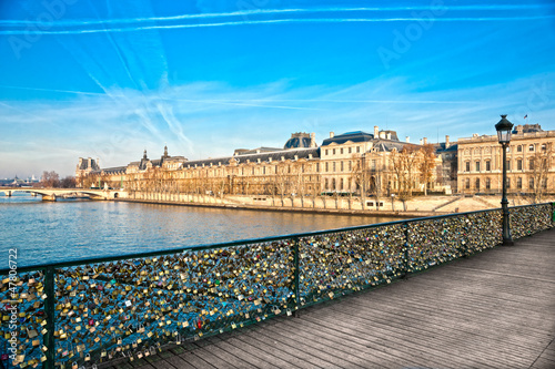 Photo Louvre Museum and Pont des arts, Paris - France