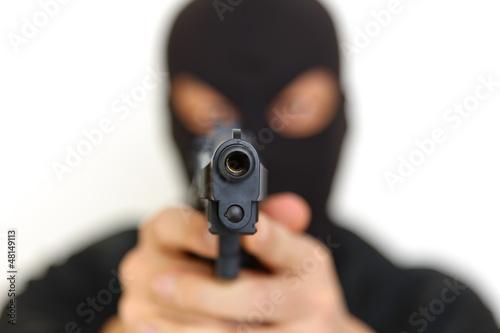 Photo 拳銃を持った覆面の男