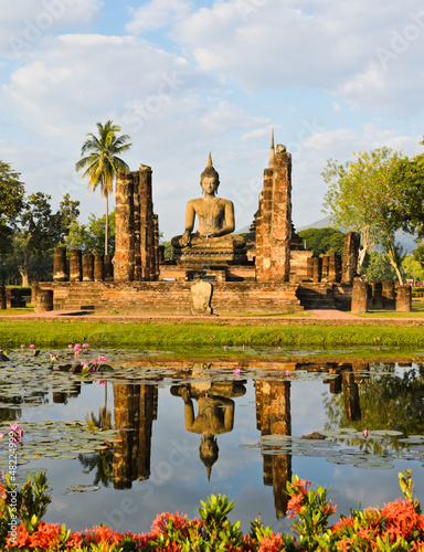 Wat Mahathat in Sukhothai Historical Park, Thailand Fototapeta