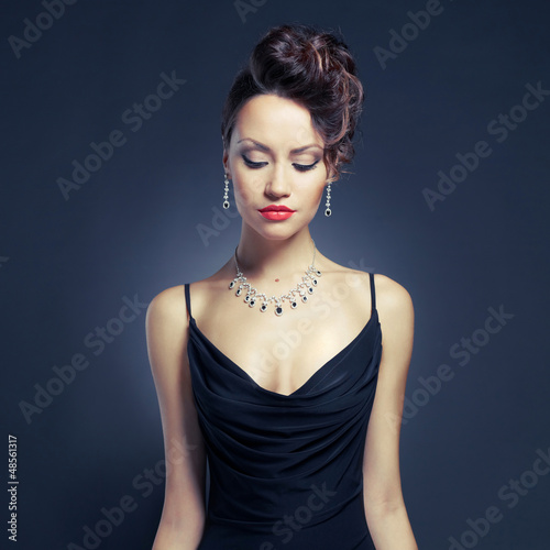 Valokuva Elegant lady in evening dress
