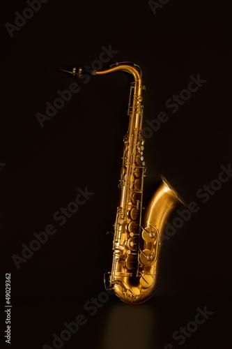 Fotografia Sax golden tenor saxophone in black