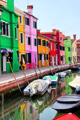 Stampa su Tela Colorful houses along a canal in Burano, near Venice, Italy