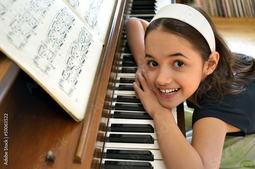 Obraz na plátně Little hispanic Pianist