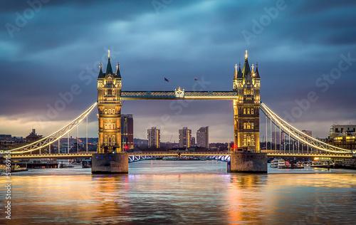 Tower bridge zachód słońca