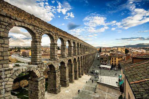 The famous ancient aqueduct in Segovia, Castilla y Leon, Spain Fototapet