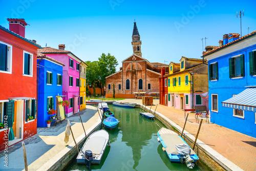 Fotografia Venice landmark, Burano canal, houses, church and boats, Italy