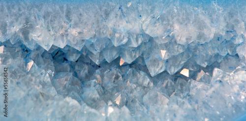Fototapeta premium kryształy kwarcu w niebieskim agacie