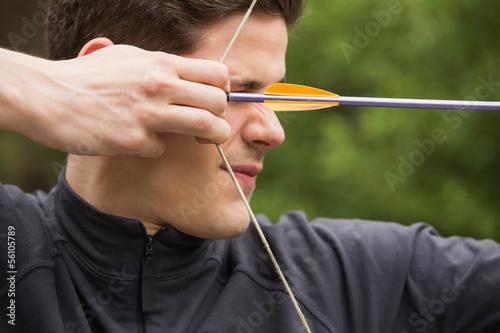 Concentrated man practicing archery Tapéta, Fotótapéta