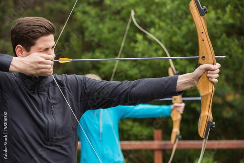 Handsome man practicing archery Fototapet