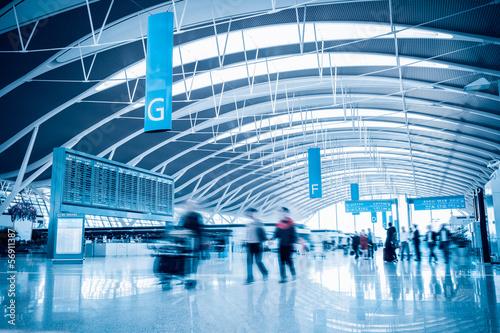 Fluggäste im Flughafen Fototapete