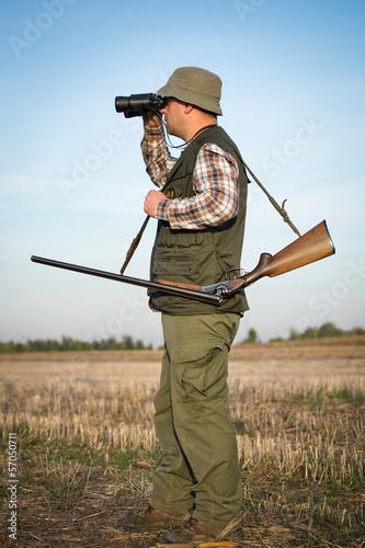 Obraz na płótnie hunter in the hunting shirt and trousers in the hunt