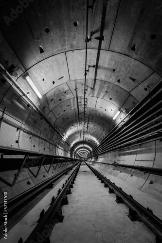 Fototapeta premium Głęboki tunel metra