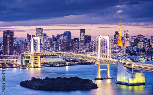 Fototapeta Tokio i Rainbow Bridge po zachodzie słońca do pokoju