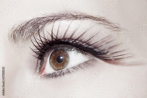Fototapeta Piękne kobiece oko z doskonałym makijażem na wymiar