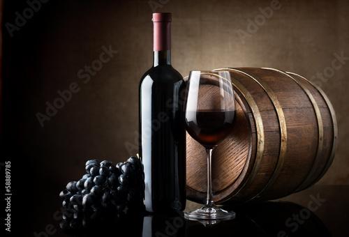 Fotografía Red wine and wooden barrel