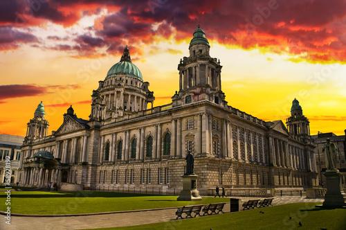 Sonnenuntergang-Bild von Rathaus, Belfast Nordirland Fototapete