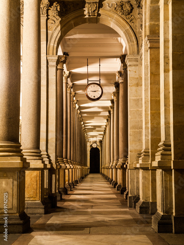 Canvas Print Mill colonnade at night