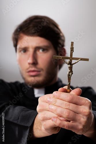 Tableau sur Toile Exorcist with crucifix