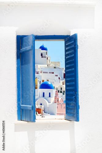 Fototapeta Widok z błękitnego okna na wyspę Santorini, Grecja wysoka