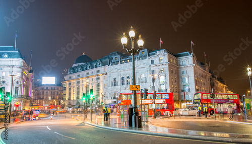 фотография LONDON - SEP 17, 2013: Traffic and Double Decker Buses in Piccad