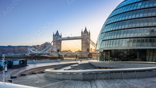 Foto Tower Bridge and city Hall