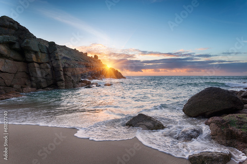 Leinwand Poster Beautiful Sunrise over a sandy cove