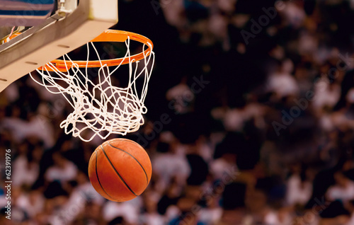 Photo Scoring the winning points at a basketball game