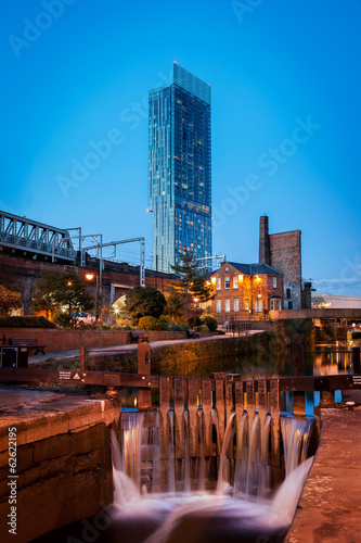 Fotografering Beetham tower roachdale canal