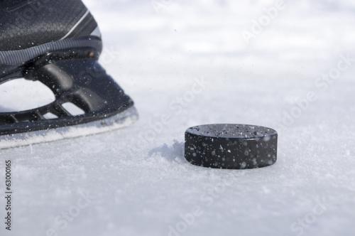Canvas Print hockey skate and puck