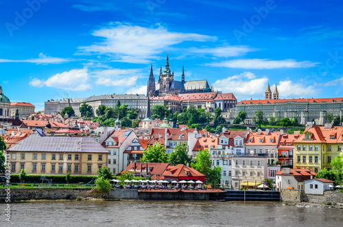Obraz na plátně View of colorful old town and Prague castle with river