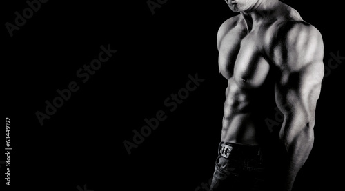Canvas Print Bodybuilder showing his muscles