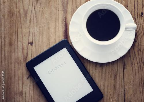 Fotografia E-book reader and coffee