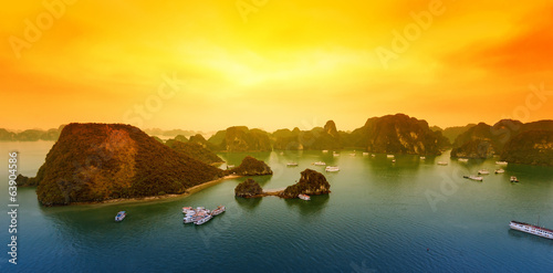 Fotografia Vietnam Halong Bay beautiful sunset landscape background
