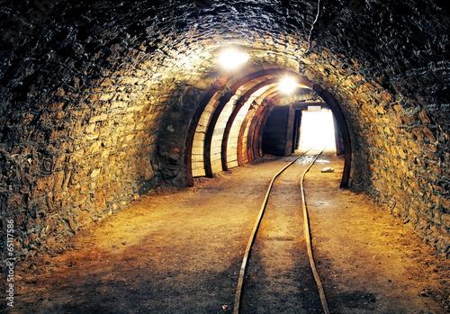 Fototapeta premium Kopalnia złota tunel metra