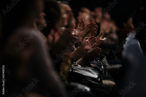 Audience clapping their hands Fototapet