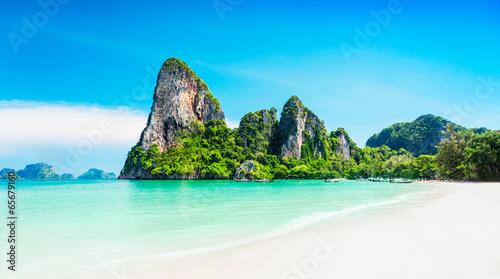 фотография Beauty beach and limestone rocks