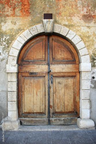 Valokuvatapetti Old italian doorway