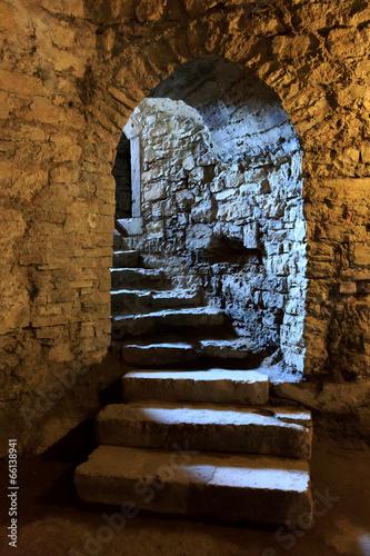 Fototapeta premium Łuk w podziemnym zamku